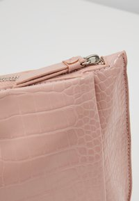 Dorothy Perkins - POUCH COMP - Clutch - blush - 6