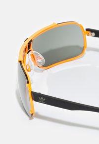 adidas Originals - UNISEX - Sunglasses - matte orange/smoke mirror - 2