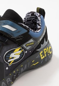 Skechers - DYNAMIGHT - Tenisky - charcoal/black/yellow - 2