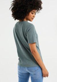WE Fashion - Basic T-shirt - moss green - 2