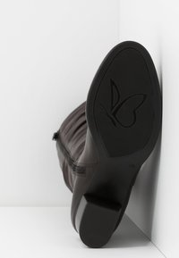 Caprice - Vysoká obuv - dark brown - 6