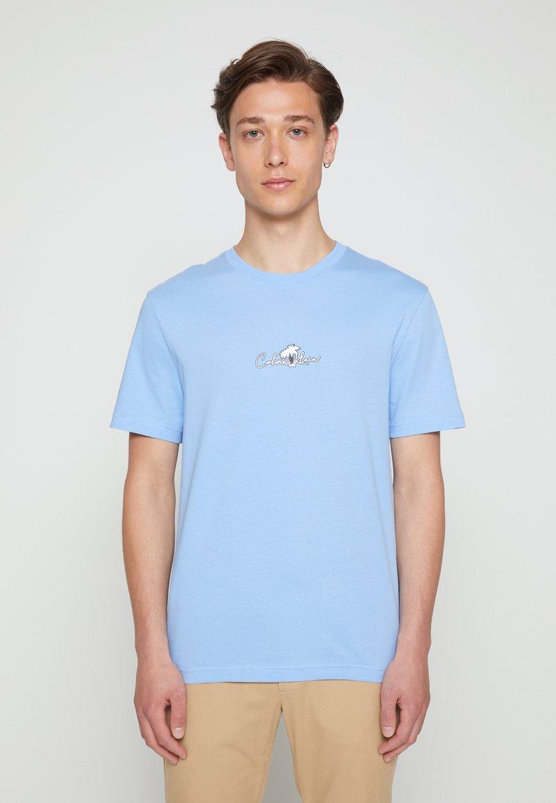 Calvin Klein - SUMMER CENTER LOGO - T-Shirt print - blue