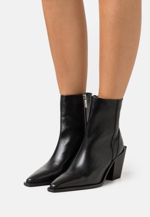 MINX WESTERN BOOT - Cowboy/biker ankle boot - black