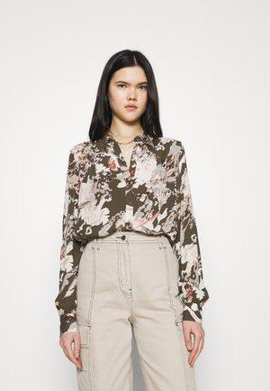 VMNELLIE NICOLETTE - Button-down blouse - ivy green/nellie
