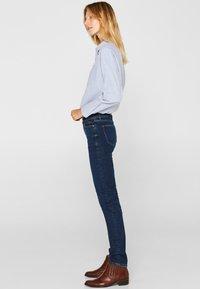 Esprit - LIEBLINGS GESCHNITTENE  - Slim fit jeans - blue dark washed - 3