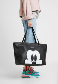 Kidzroom - MICKEY MOUSE FOREVER FAMOUS SHOPPER - Torba do przewijania - black