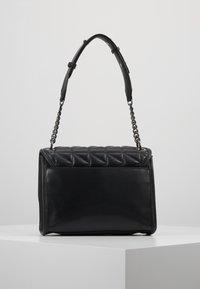 KARL LAGERFELD - KUILTED SMALL SHOULDERBAG - Håndtasker - black - 2