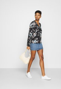 Vero Moda - VMNADS ROME - Blouse - black/billie - 1