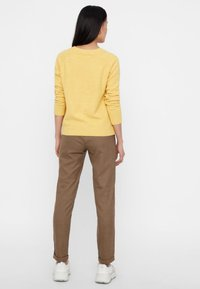 Vero Moda - VMDOFFY O NECK - Jumper - yellow - 2