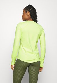 Under Armour - RUSH CREW - Long sleeved top - lime fizz - 2
