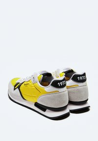 Pepe Jeans - BRITT MAN BASIC - Sneakers - ocre - 3