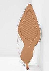 Alma en Pena - Classic heels - white - 6