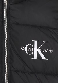 Calvin Klein Jeans - ESSENTIAL PUFFER - Zimní kabát - black - 4