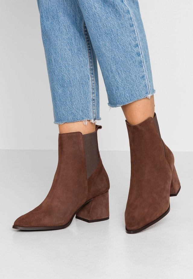 WIDE FIT VMJOY BOOT - Støvletter - coffee bean