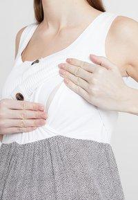 Seraphine - BRISTOL BUTTON DETAIL NURSING DRESS 2-IN-1 - Strikket kjole - white/sand - 5