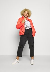 Simply Be - PACKAWAY SHORT LIGHTWEIGHT PADDED JACKET WITH CONCEALED HOOD (SH - Light jacket - coral - 1