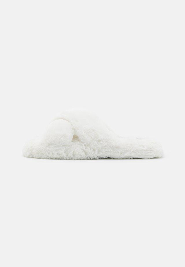 Tofflor & inneskor - white