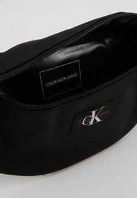 Calvin Klein Jeans - STREETPACK - Ledvinka - black - 2