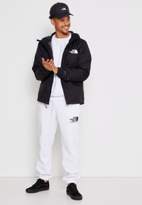 The North Face - MENS QUEST JACKET - Chaqueta Hard shell - black - 3