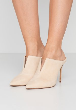 DACEY  - Pantofle na podpatku - almond/clear