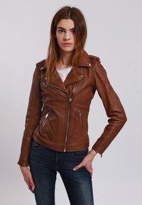 BELLA - Leather jacket - cognac