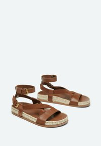 Uterqüe - Sandalen met enkelbandjes - brown - 3