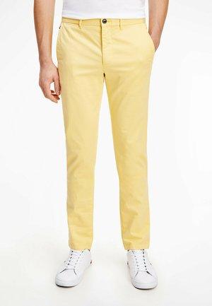 Chino - delicate yellow