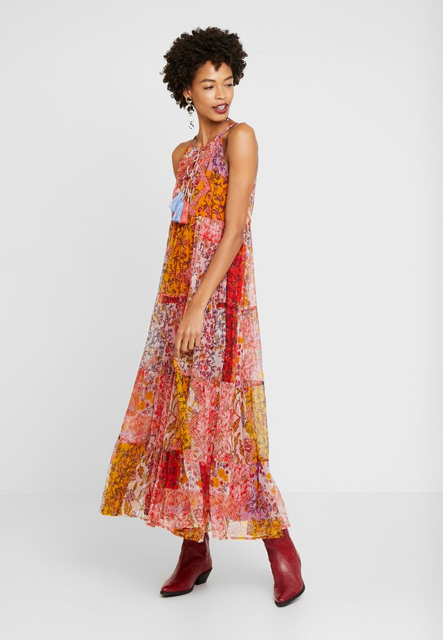CABLE ROBE - Długa sukienka - coral
