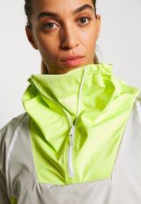 adidas by Stella McCartney - Vindjakke - tan/neon green - 3