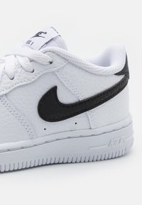 Nike Sportswear - FORCE 1 UNISEX - Trainers - white/black - 5