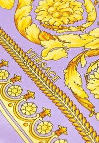 Versace - BAROCCO FOULARD UNISEX - Foulard - lilla/oro - 3