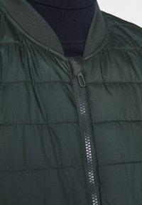 CELIO - SULESS - Waistcoat - dark green - 7