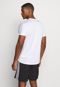 adidas Performance - RESPONSE RUNNING SHORT SLEEVE TEE - T-shirt med print - white - 2