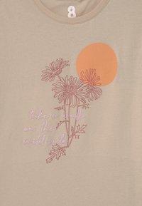Cotton On - PENELOPE SHORT SLEEVE TEE - T-shirt imprimé - beige - 2
