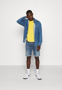 Tommy Jeans - ESSENTIAL JASPE TEE - Basic T-shirt - star fruit yellow - 1