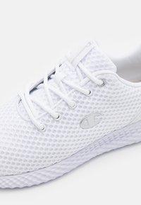 Champion - LOW CUT SHOE SPRINT - Chaussures de running neutres - white - 5