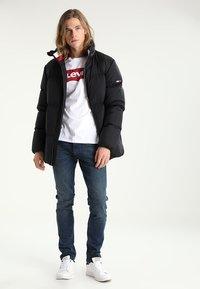 Levi's® - GRAPHIC - Maglietta a manica lunga - better white - 1