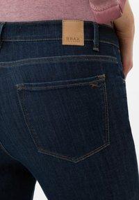 BRAX - SHAKIRA  - Jean slim - used dark blue - 4