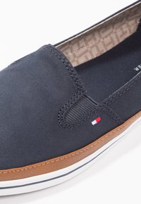 Tommy Hilfiger - ICONIC KESHA SLIP ON - Slip-ons - dark blue - 5