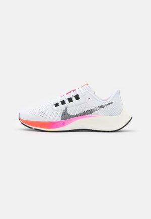 AIR ZOOM PEGASUS 38  - Chaussures de running neutres - white/black/football grey/pink blast/bright crimson