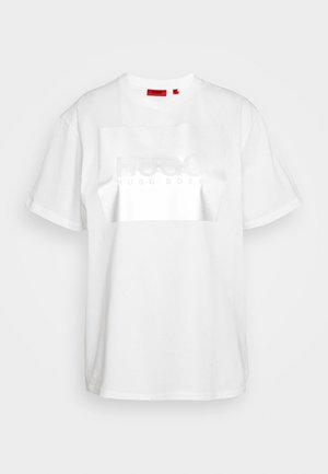 THE BOYFRIEND TEE - Print T-shirt - white