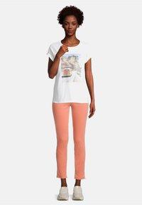 Cartoon - Print T-shirt - white/nature - 1