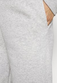 Gestuz - RUBI PANTS - Tracksuit bottoms - grey melange - 4