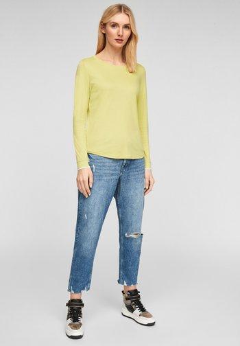 MIT RUNDHALSAUSSCHNITT - Maglietta a manica lunga - lime yellow