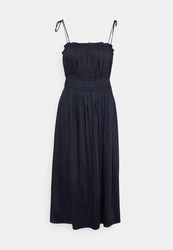 VMHELYN STRAP CALF DRESS