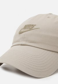Nike Sportswear - FUTURA WASH UNISEX - Keps - stone/light army - 3