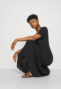 Glamorous - VNECK SHORT SLEEVE MIDI DRESS - Day dress - black - 3