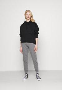 Hollister Co. - LOGO - Teplákové kalhoty - grey - 1