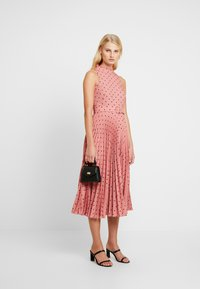 Closet - PLEATED DRESS - Day dress - rose - 1