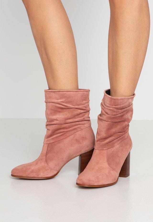 AGATA - Kotníkové boty - maquillaje